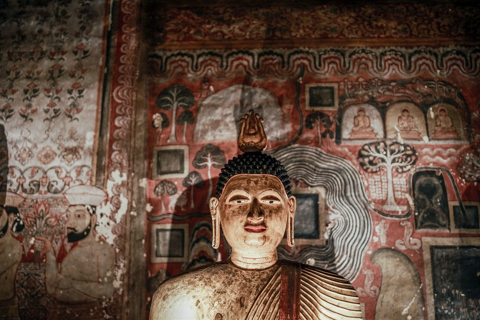 sri lanka ancient paintings at dambulla cave temple | paintings tours